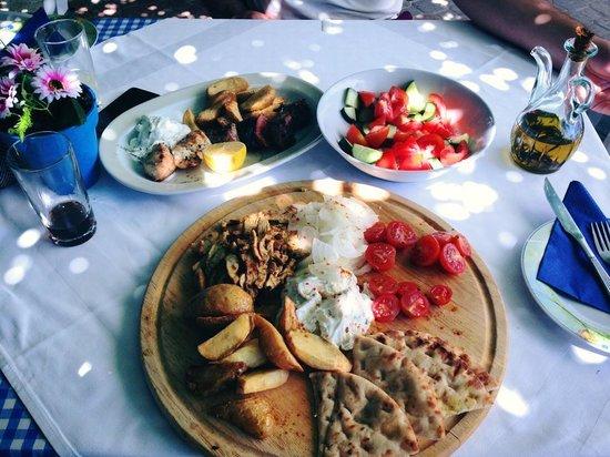 Myrtios Restaurant: Gyros plate