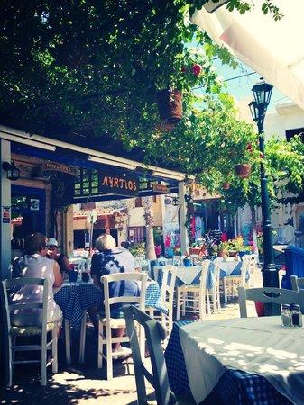 Myrtios Restaurant: Outdoor sitting