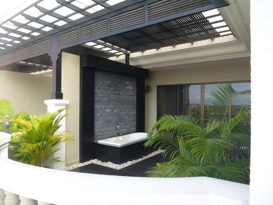 The Privilege Floor @Borei Angkor : Some rooms have deck spas