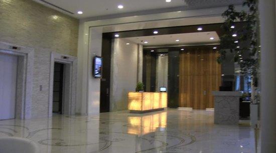 Meluha The Fern - An Ecotel Hotel, Mumbai : Lobby....