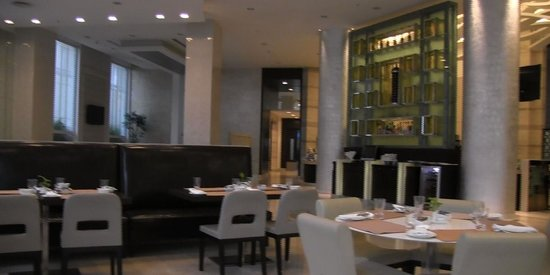 Meluha The Fern - An Ecotel Hotel, Mumbai : restaurant... awesome breakfast buffet