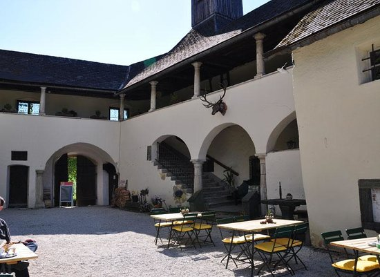 Hotel Schloss Moosburg: Blick vom Innenhof2