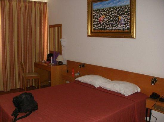 Aparthotel Navigator: Quarto (há poucos com cama de casal)