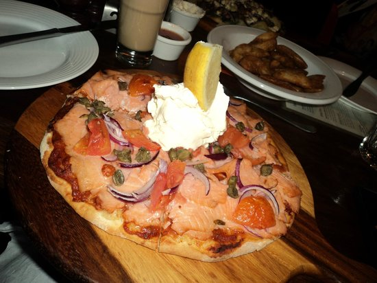 Sam's Boat Shed: Smoked Salmon wood fired pizza
