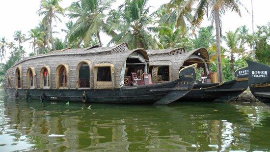 Xandari Riverscapes: River Escapes boats