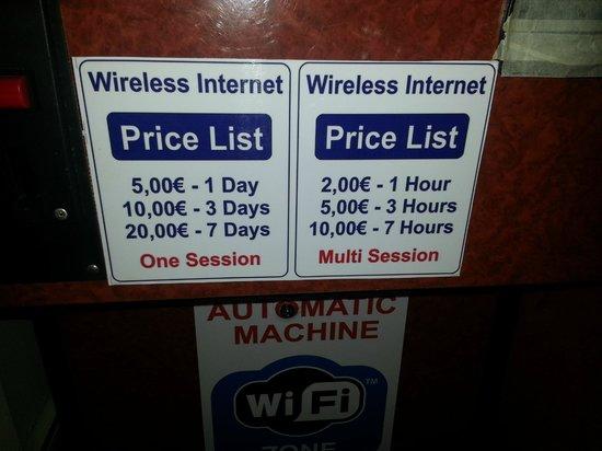 Roda Beach: Wifi charges