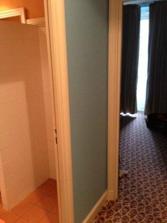 Hôtel Barrière Le Grand Hôtel : Couloir chambre