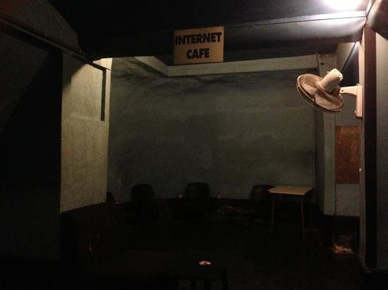 Ta'Peter Restaurant: The 'Internet cafe'...not quite!