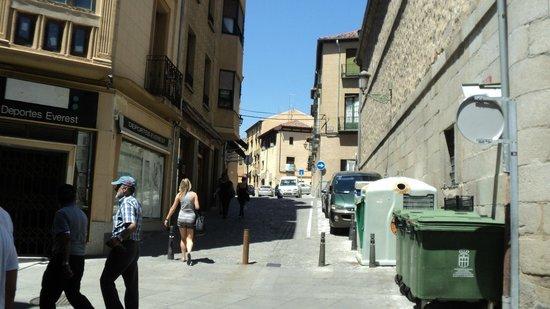 Calle Real de Segovia: Walking through the walkway