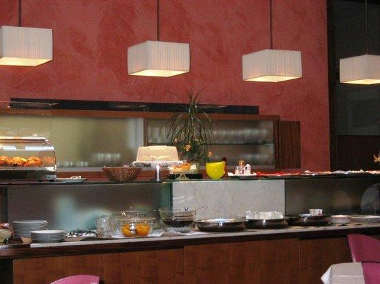 Hotel Europa: Der kleine Frühstückstresen