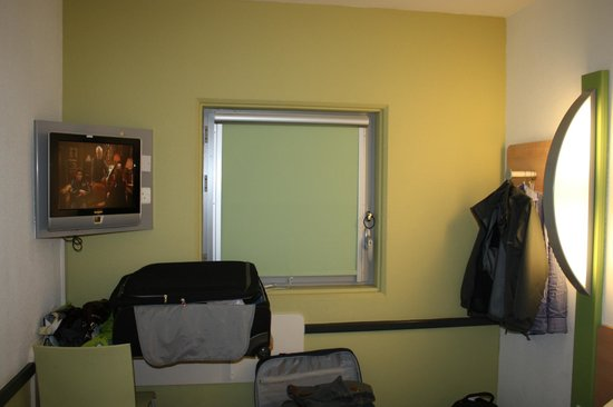 Hotel ibis budget Birmingham Airport: Double room; no tea / coffee-making facilities