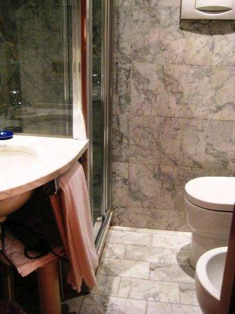 Hotel Europa: Das kleine Bad