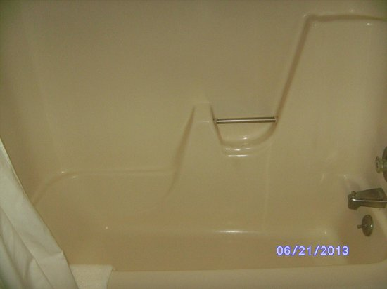 Quality Inn & Suites Rainwater Park: tub