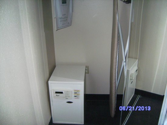 Quality Inn & Suites Rainwater Park: in room safe