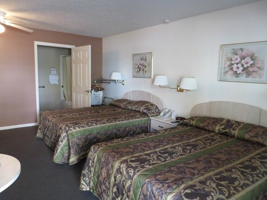 Bayside Inn & Marina: Handicapped Accessible Motel Room with a Microwave