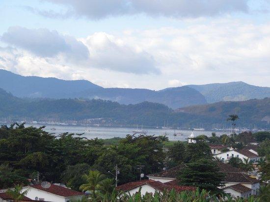 Pousada Morro do Forte: Vista da baía de Paraty.
