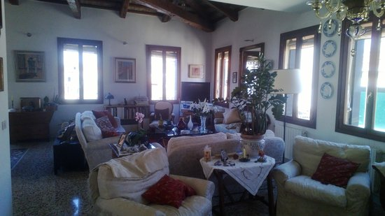 Sandra B&B: Living Room