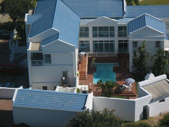 A Villa de Mer: or ... laze around the pool