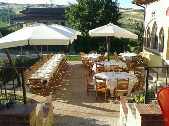 Vernasca, Italie : il locale è un vero e proprio giardino e  i piatti ottimi sia come gusto che come presentazione