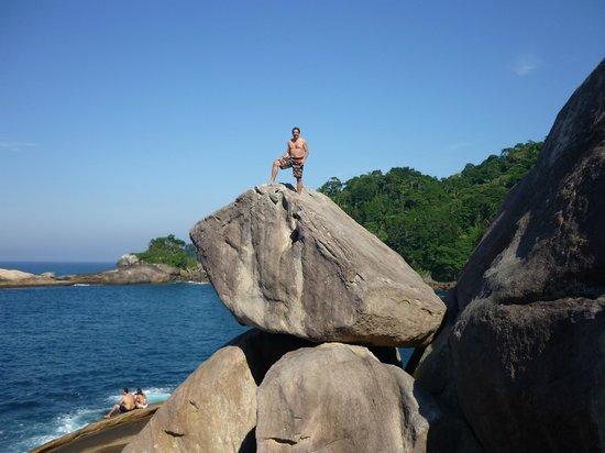 Caxadaco Beach: Roca a la cual se puede subir fácilmente