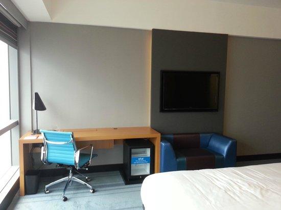 Aloft Kuala Lumpur Sentral: Big TV