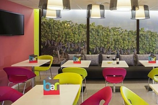 Ibis Styles Bordeaux Saint Medard : Bar