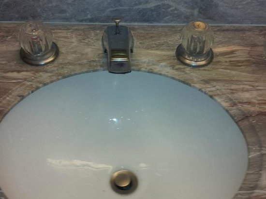 Embassy Suites by Hilton Arcadia Pasadena Area : Dated sink