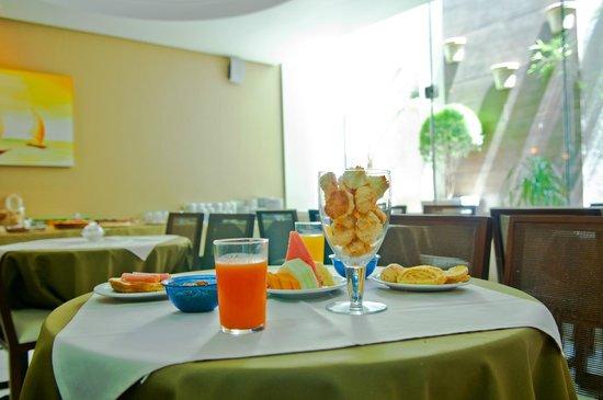 Hotel Villa Canoas: Café da manhã