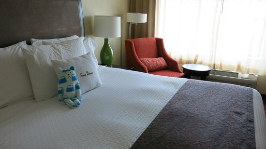 DoubleTree by Hilton Hotel Sterling - Dulles Airport: Comfy Bed