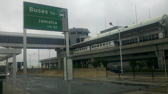 Ramada Jamaica/Queens: Direct bus from JFK