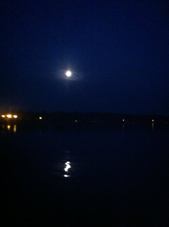 White Swan Inn Bed & Breakfast: the sunset cruise turned Moon Rise curise