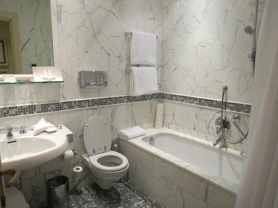 Aldrovandi Villa Borghese: Bathroom