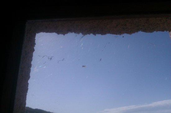 U Santu Petru : fenêtre de la salle de bain