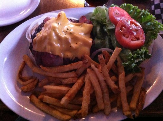 Outskirts Family Steakhouse: The Bacon Cheese Burger