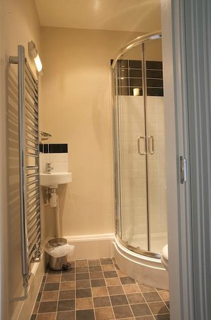 The Priory Hotel: Shower room