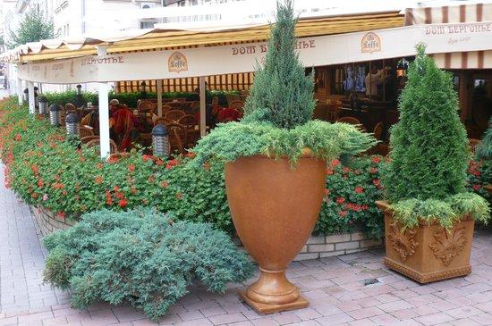 Dom Bergonie Art Cafe