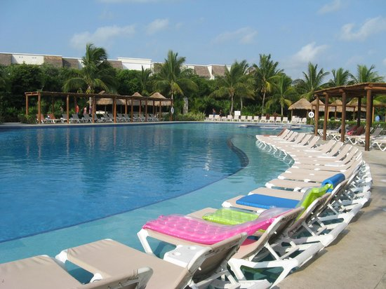 Valentin Imperial Riviera Maya: Main Pool