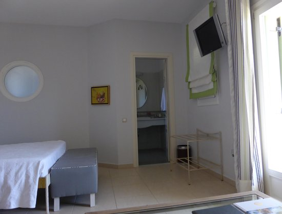 Finikas Hotel: room