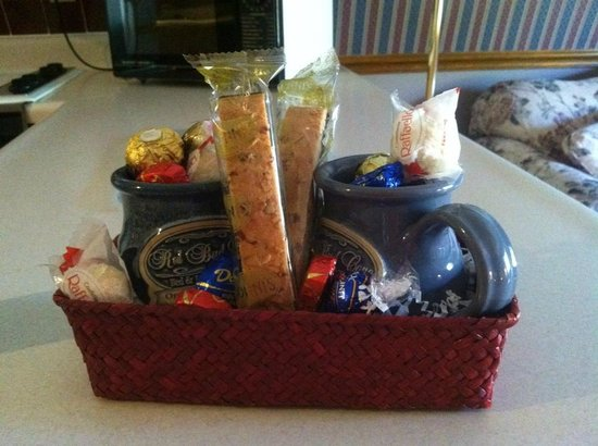 Red Bud Cove Bed and Breakfast Suites: Awesome gift basket!