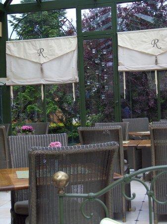 Hotel La Ramade: Autre vue dans la véranda