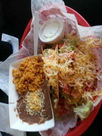 Go Fish Marina Bar & Grill: Tacos rice and beans