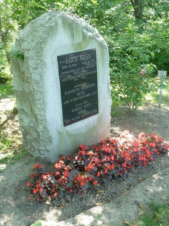 Lake View Cemetery: Eliot Ness burial site
