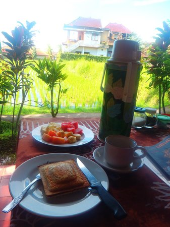 Puji Bungalow: Breakfast with a view