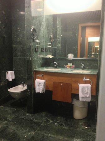 Gran Hotel Lakua: Baño