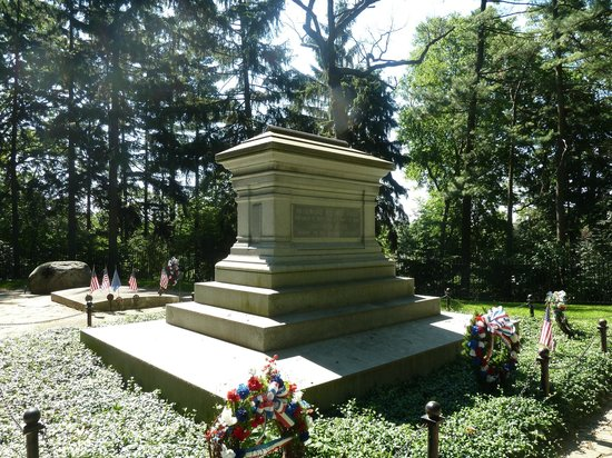 Rutherford B. Hayes Presidential Library & Museums: RBH family burial site