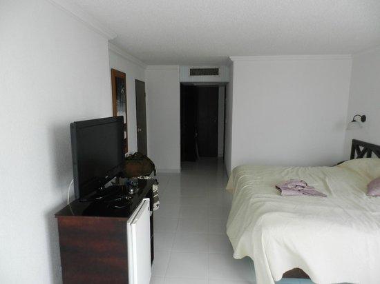 Hotel Calypso: el aire no pega de frente a la cama y refresca todo
