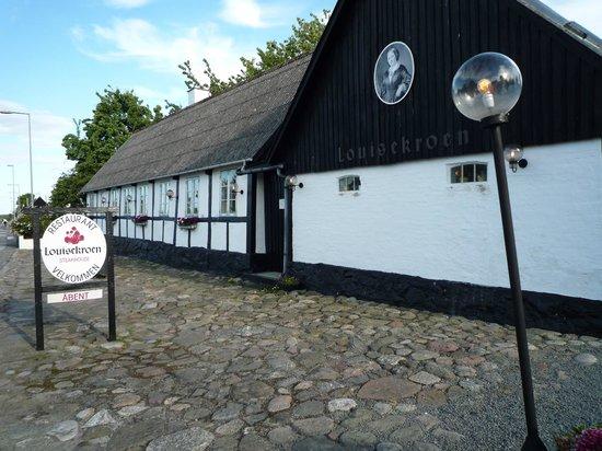 Svaneke, Danimarka: Kroen er åben når fuglene er fremme foran døren