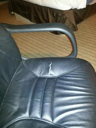 Nichols Village Hotel & Spa: desk chair torn and back doesn't stay up