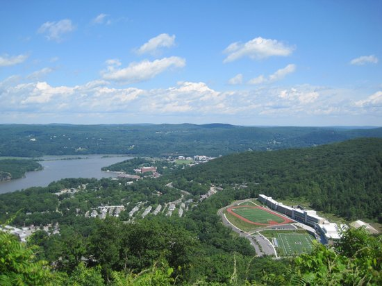 West Point Museum: scenic view getting to the museum