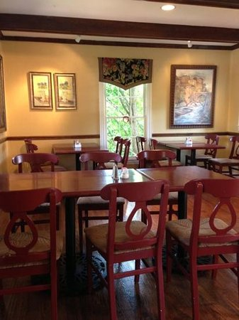 Mary's Restaurant At Falls Cottage: southern charm
